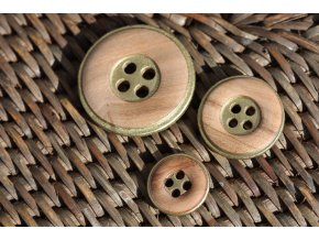 Dřevěný čtyřdírkový knoflík se zlatým lemem