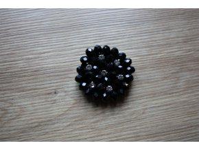 Černá aplikace z korálků, design Chanel
