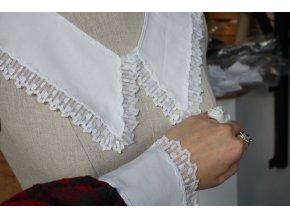 Bílý límec s plisovanou krajkou a manžety