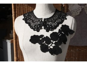 Černá háčkovaná květinová aplikace, design Antonio Marras