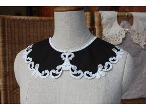 Černý límeček s bílou výšivkou