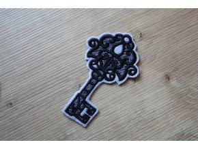 Šedo-černá aplikace ve tvaru klíče