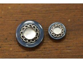 Modrý plastový knoflík s perleťovým středem