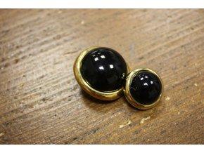 Černý knoflík-bochánek se zlatým prstencem