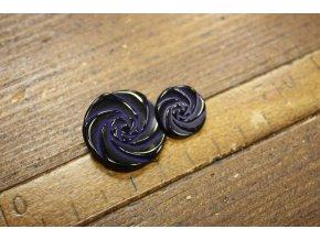 Tmavě modrý knoflík ve tvaru květiny, design Valentino