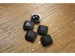 Černý hranatý plastový knoflík, 15mm