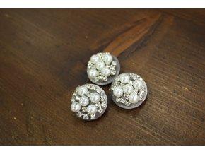 Šedý sametový knoflík s perly