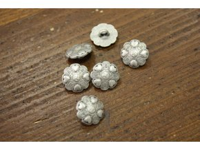 Stříbrný  knoflík se srdíčky, 13mm