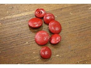 Červený knoflík  imitace kůže, 20mm a 22mm