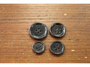 Čtyřdírkový černý knoflík, 4 velikosti