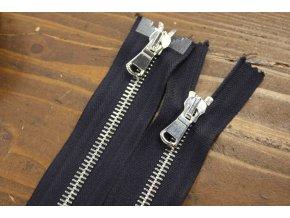 Tmavě modrý zip se stříbrným kovem s dva jezdci, 80cm