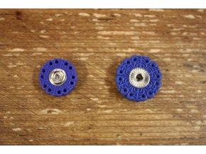 Modré plastové patenty