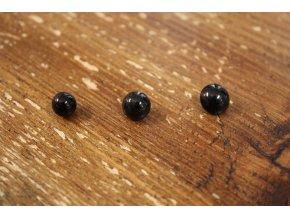 Černý knoflík ve třech velikostech