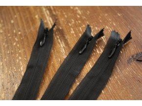 Černý skrytý zip YKK, 40 cm