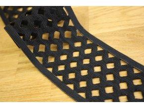 Černá děrovaná guma