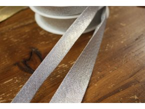 Stříbrný šikmý proužek