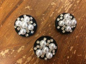 Sametový knoflík s perly