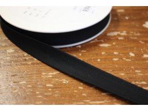 Černý gabardénový šikmý proužek