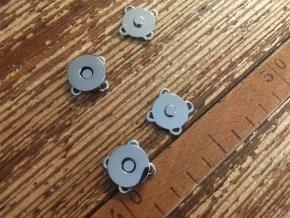 Magnetické patenty ve třech barvách