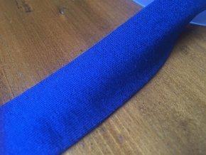 Modrý úpletový šikmý proužek