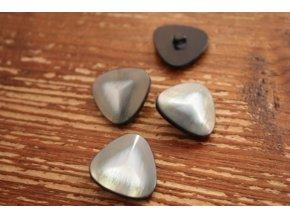 Šedý knoflík a la perleť, trojúhelník