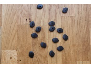 Černý 2D knoflík (atipický tvar)