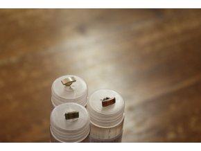 Miniaturní halenkový knoflík, design Moschino