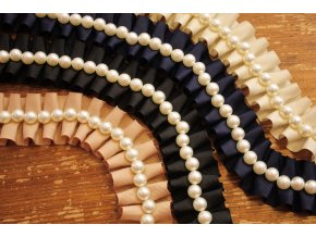 Skládaná bordura s perlami design Chanel