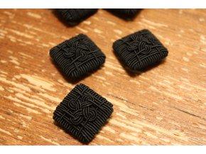 Černý knoflík, ruční výroba