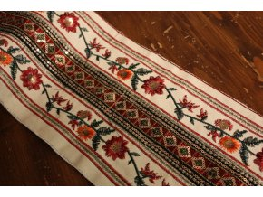 Široká výšitá bordura ve folklorním stylu, 17cm