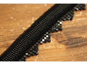 Háčkovaná bordura s kovovou ozdobou a la Chanel