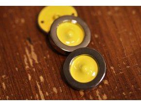 Kovový knoflík s žlutým středem, 24mm