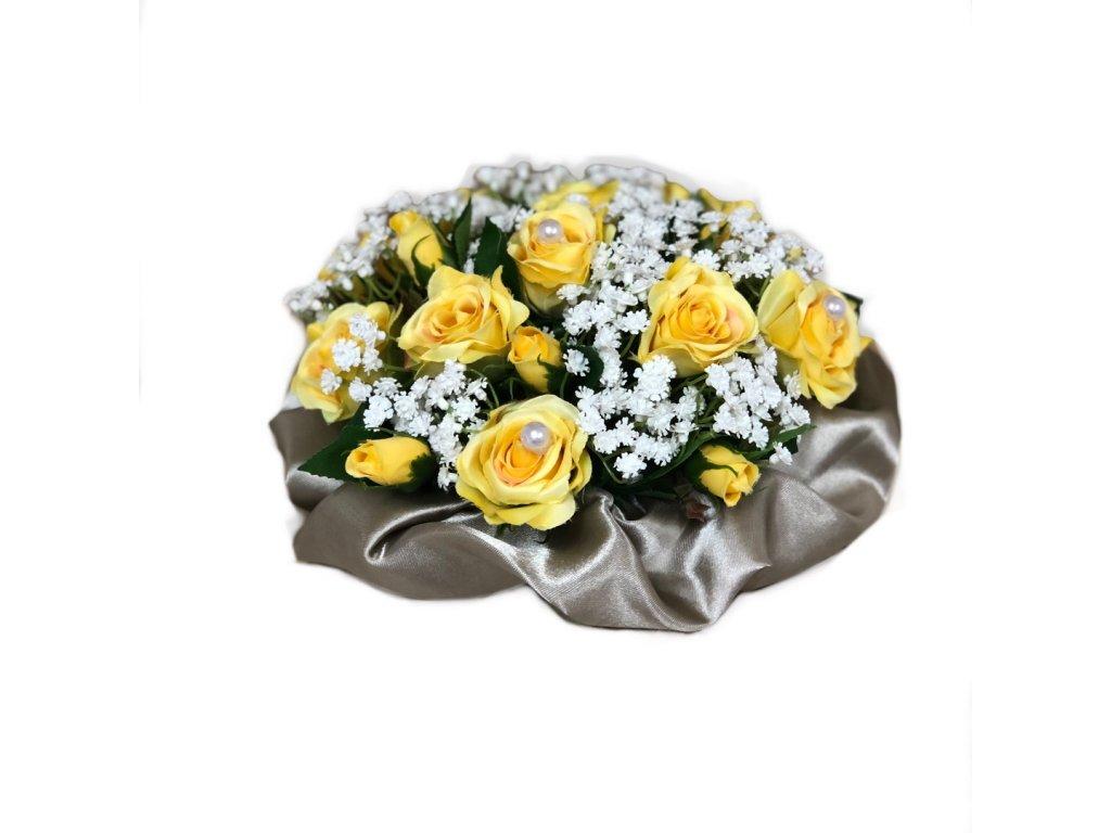 Květinový nízký velurový box ze žlutých mini růží 13 cm