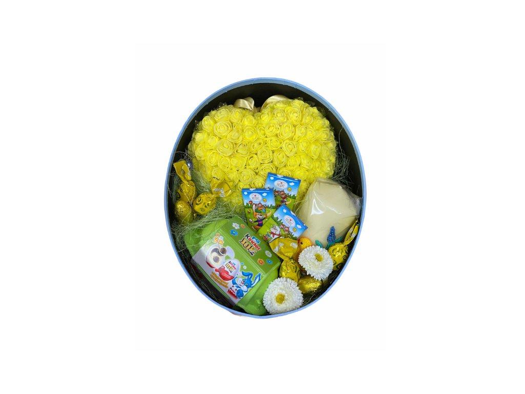 Velikonoční dárkový box oválný se srdce z růžiček, svíčkou a dobrotami 26,5 cm