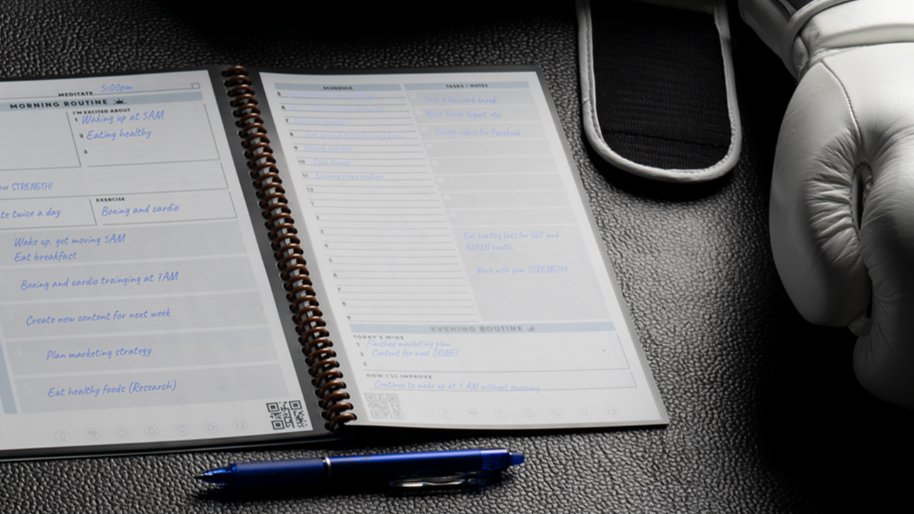 Fitness hack: Zapomeňte na mobil, veďte si tréninkový plán na papíře