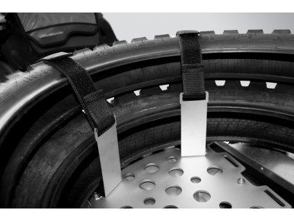 Transportní držák pneu na 2 nákladovou plotnu