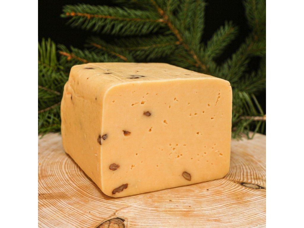 Sýr s vlašskými ořechy