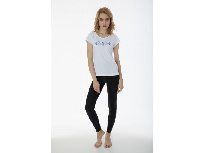 Bílé tričko s výšivkou