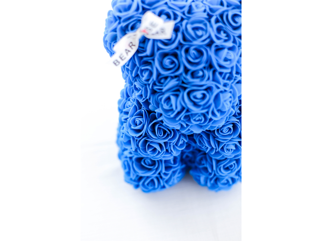 Modrý medvídek z růží