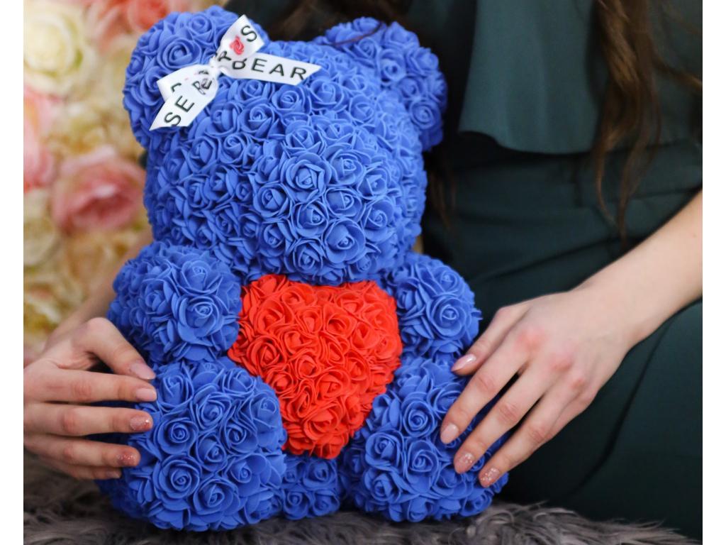 Modrý medvídek s červeným srdcem