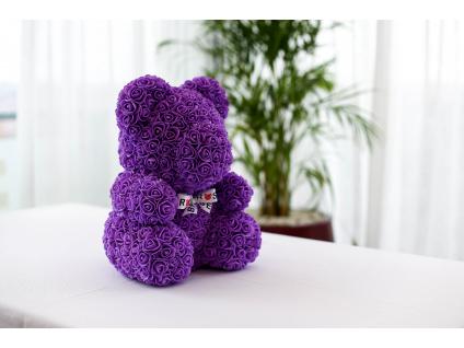 Fialový medvídek z růží se stuhou