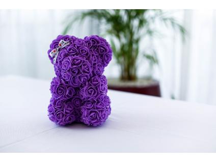 Fialový medvídek z růži se stuhou