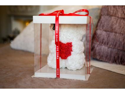 Bílý medvídek z růži s červeným srdcem
