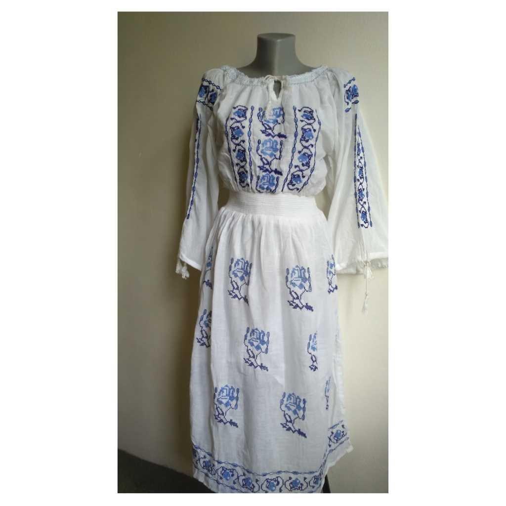 Dámské šaty vyšívané dlouhý rukáv