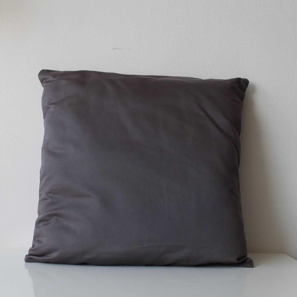 Povlak na polštářek tmavě šedý