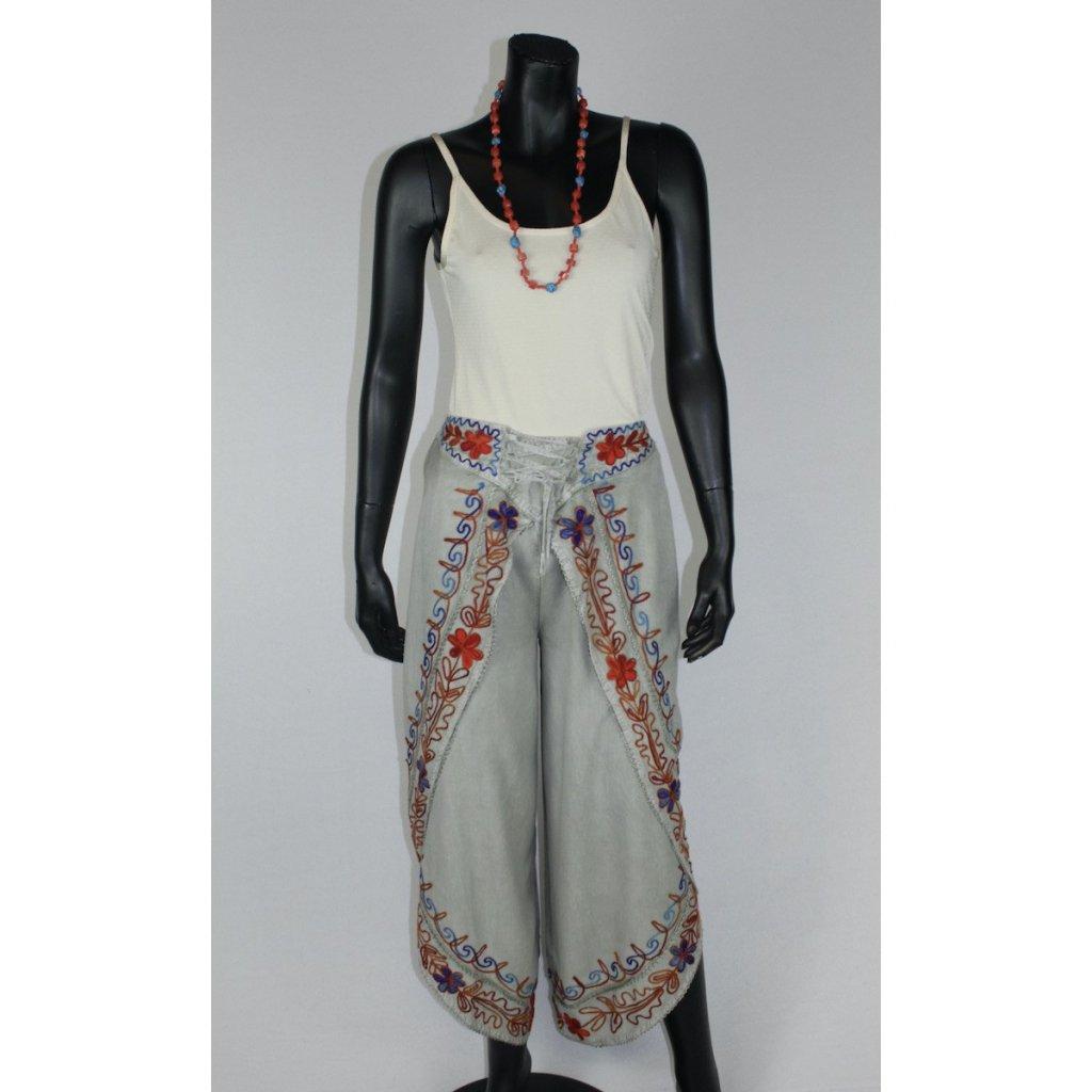 kalhotová sukně šedá s červ. výšivkou
