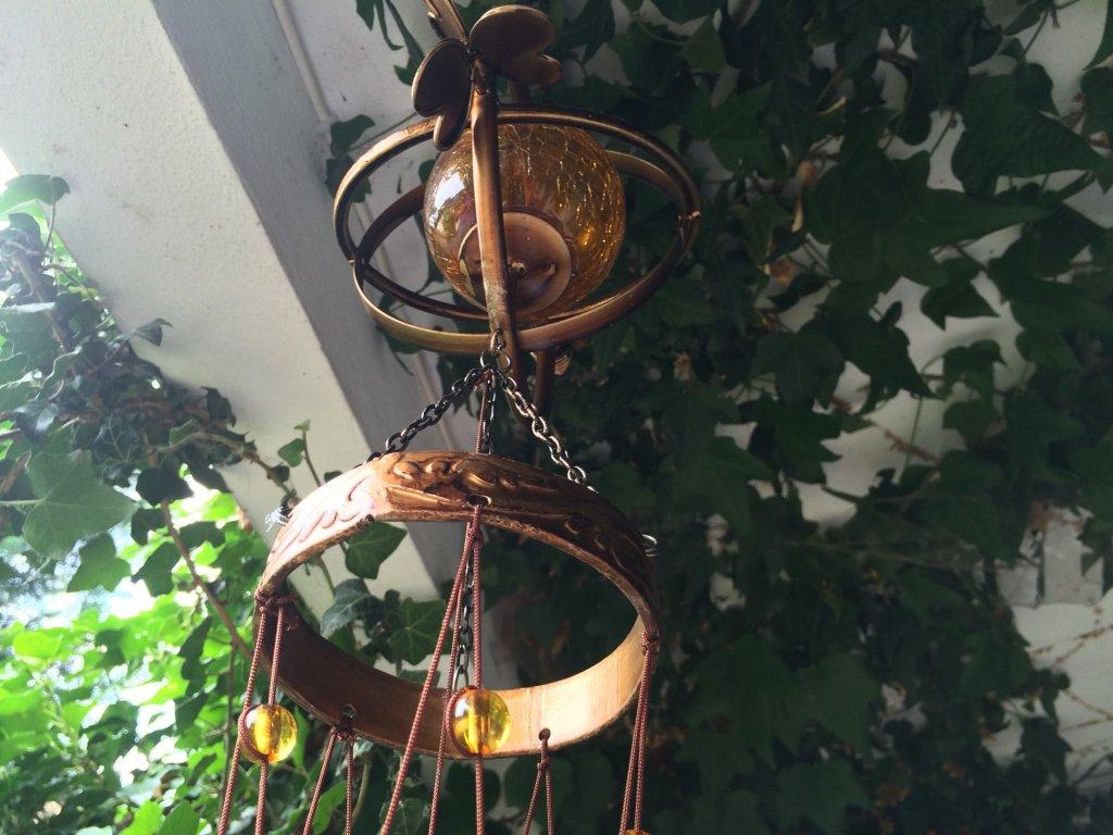 Zvonkohra o délce 115 cm patinovaná bronzem