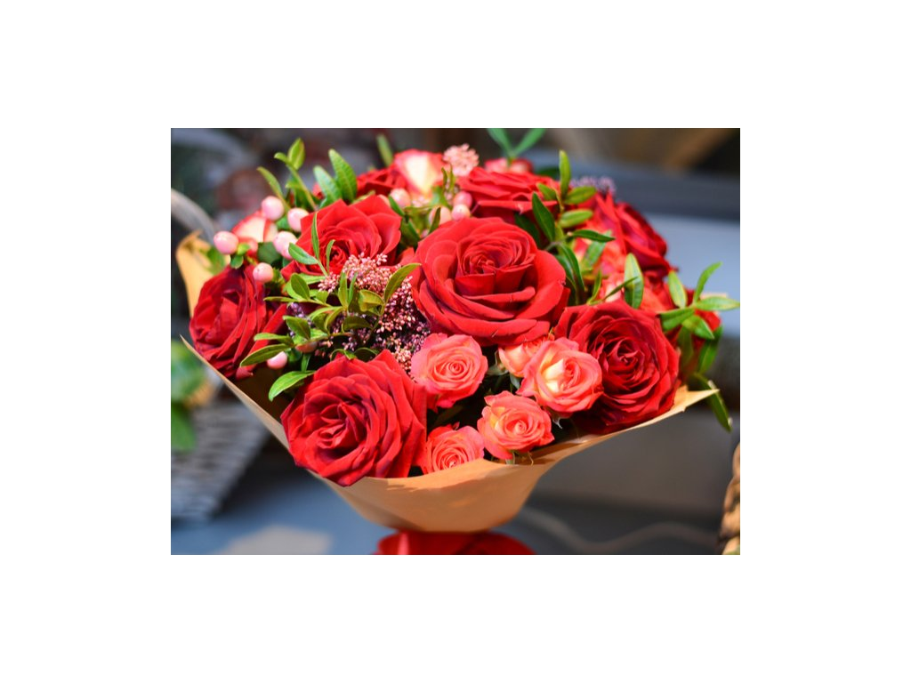 kytica červenych ruží