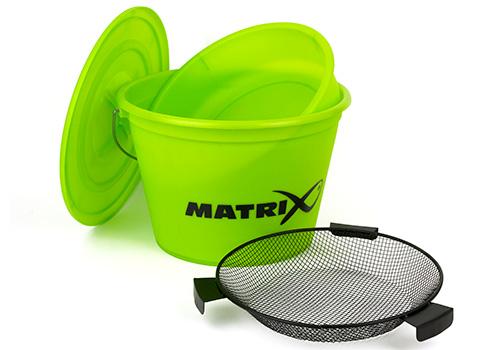Boxy na krmení a kbelíky