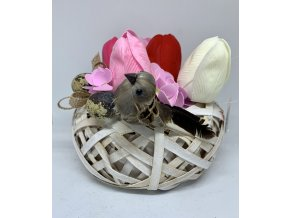 Mýdlová kytice jarní tulipány  v proutěném košíku s dekorací 1ks